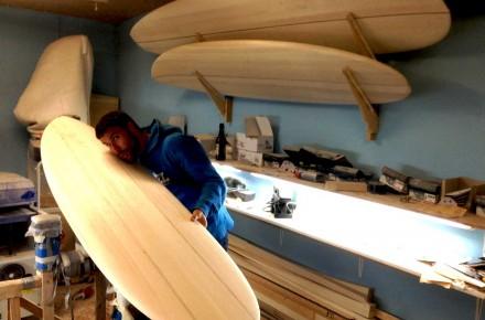 Micha-baut-ein-surfbrett